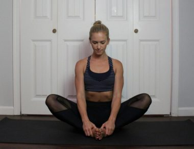11 Postures de yoga pour le syndrome des ovaires polykystiques & le déséquilibre hormonal